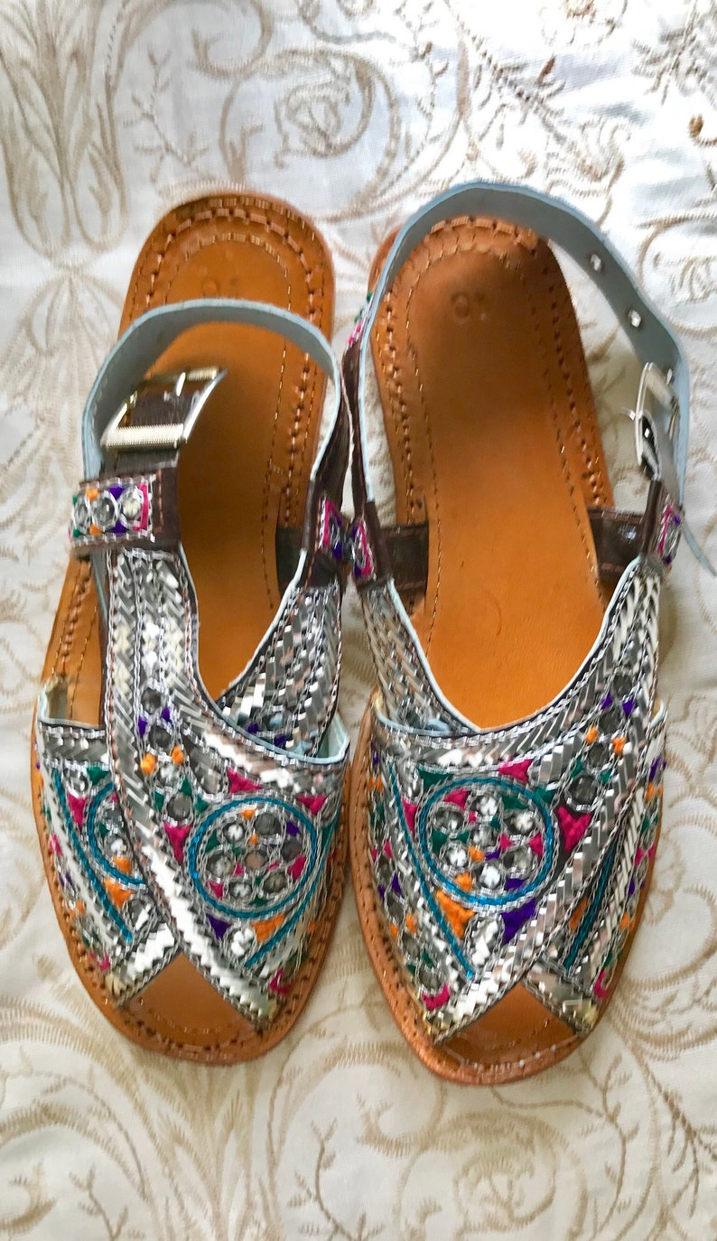 ff21e5378fbd Hand Crafted   Hand Embroidered Zari Leather Sandals
