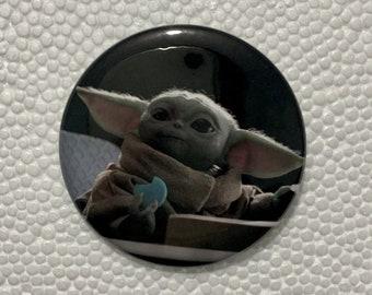 "Baby Yoda Grogu The Child 50mm 2"" Pin Badge Button / Chapa con imperdible"