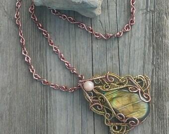 Wirewrapped pendant with labradorite