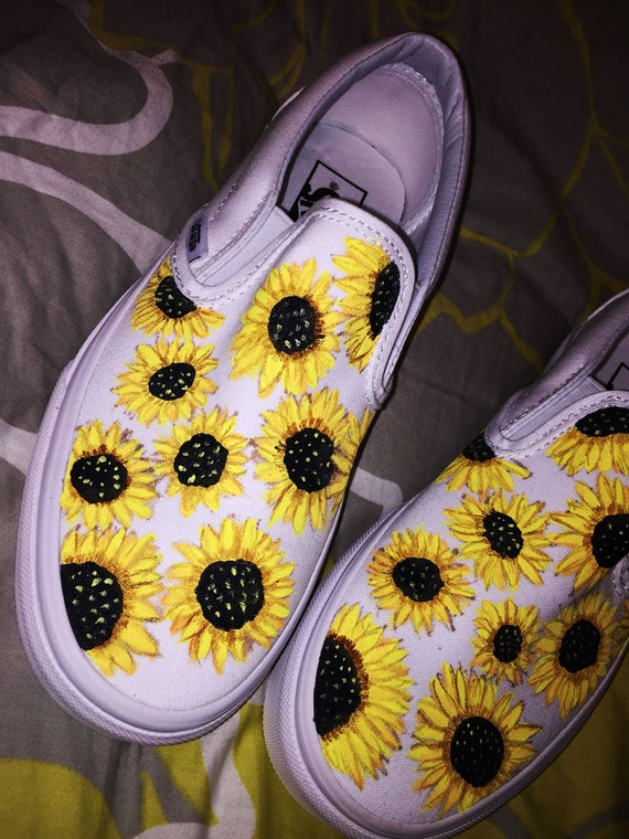Sunflower Custom Hand Painted Vans Classic Slip On Shoe (NOUVEAU) Tendance Maintenant