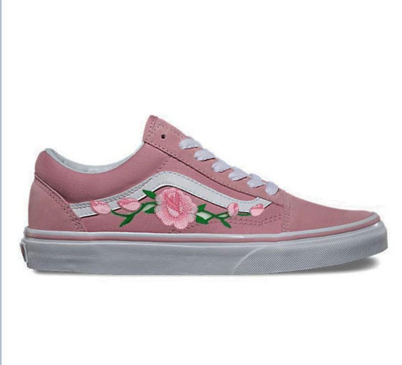 Rose Knospen individuell bestickt Vans Old Skool rosa Skateschuh (neu)  jetzt Trend