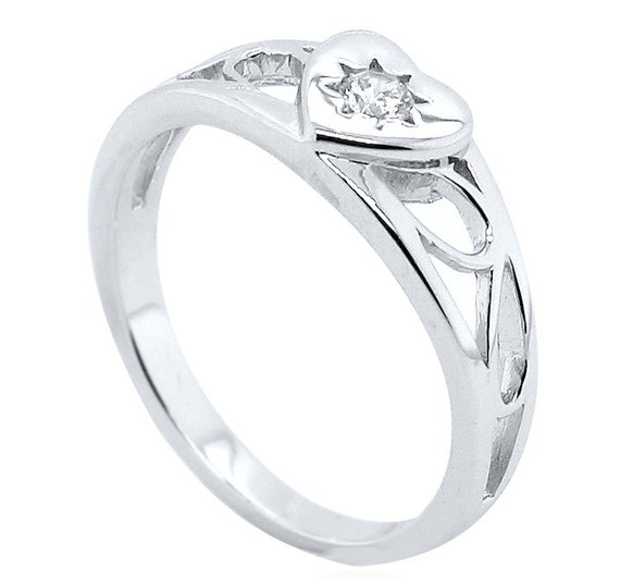 925 Sterling Silver Baby Children/'s Cubic Zirconia Heart Signet Ring *NEW*