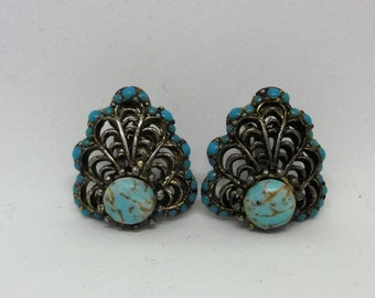Turquoise earrings clip on closure 1950s 1940s era.