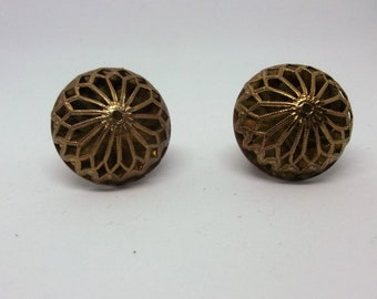 Vintage gold/bronze lattice/bird cage efect earrings. Clip on closure.