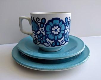 Vintage tea cup trio 54aa827ed