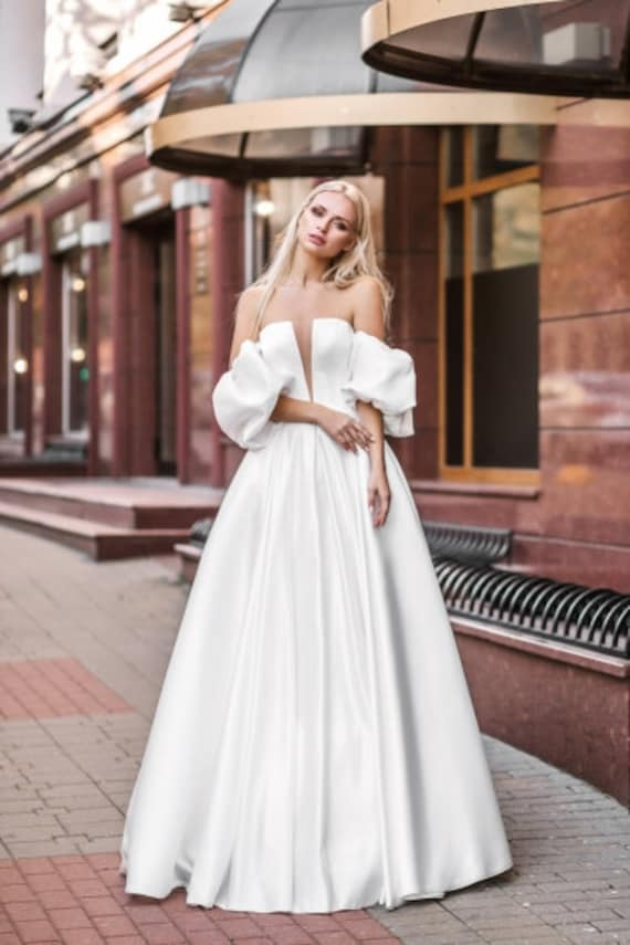 Satin Open White Ivory Blush Wedding Dress Bow Boho Simple Classic Bohemian Wedding Gown Unique Sexy Elegant Modern Simple Wedding Dress
