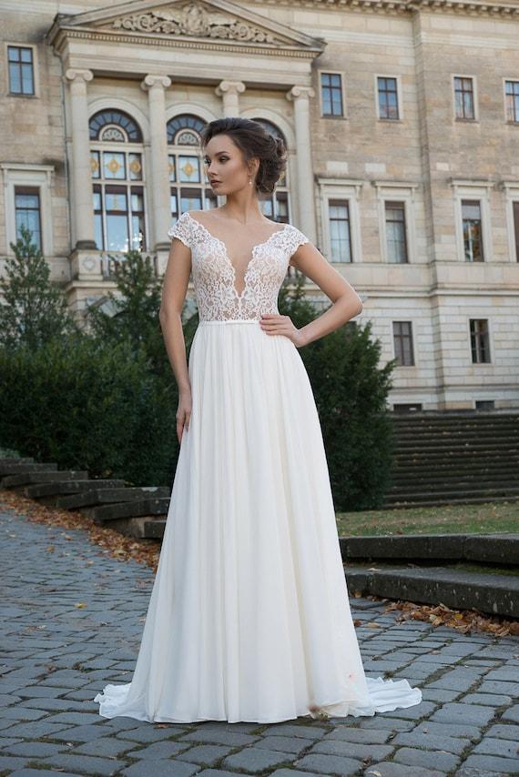 Ivory Lace Wedding Dress Boho Chiffon Summer Long Train Wedding Gown Elegant Light Embroidered Beach Wedding Sexy Stylish Bohemian Open Best