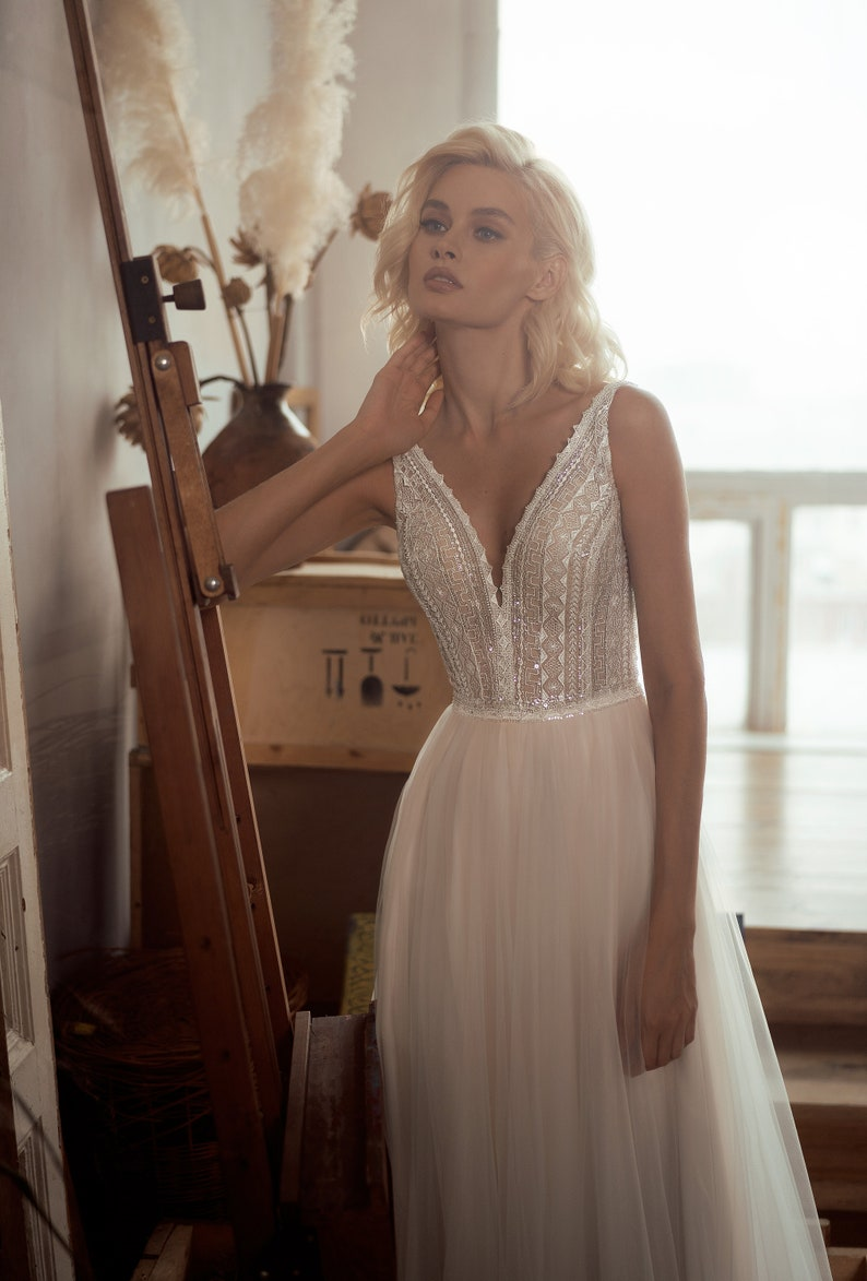 boho ivory light lace wedding dress sexy ethnic embroidered lace open back  tulle bride elegant classic simple modern wedding gown beach sexy