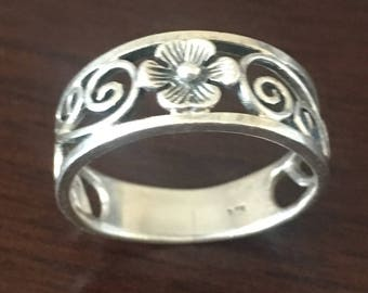 Sterling Silver Flower Ring size 6