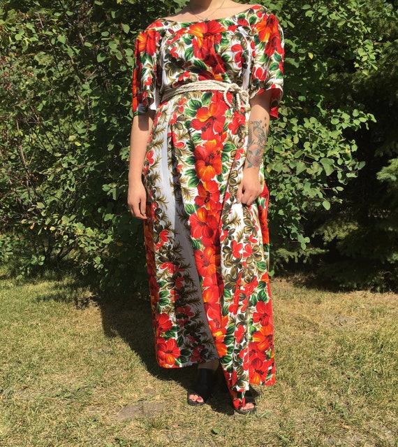 Vintage Hawaiian Dress / Vintage Muumuu / Vintage