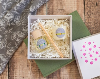 Summer gift sets, Spring gift sets: 5 options. Soy wax candle gift sets, candle and reed diffuser gift set, wax melt burner gift set