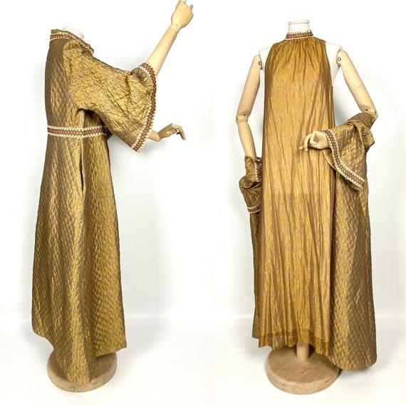 Stunning vintage 60s nightwear in copper gold. Qui