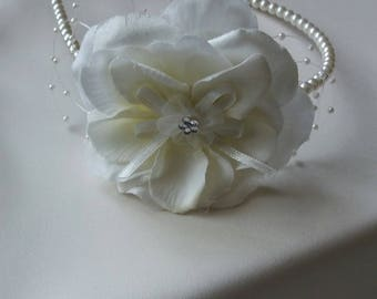 Ivory artifitial wild rose and faux pearl headband