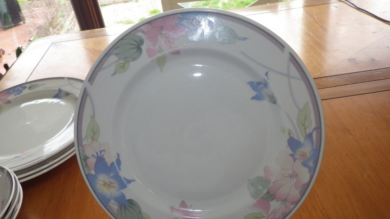 Fine China Dinnerware Set Avantiage Floral by Fine CHina of China EUC FLoral Design