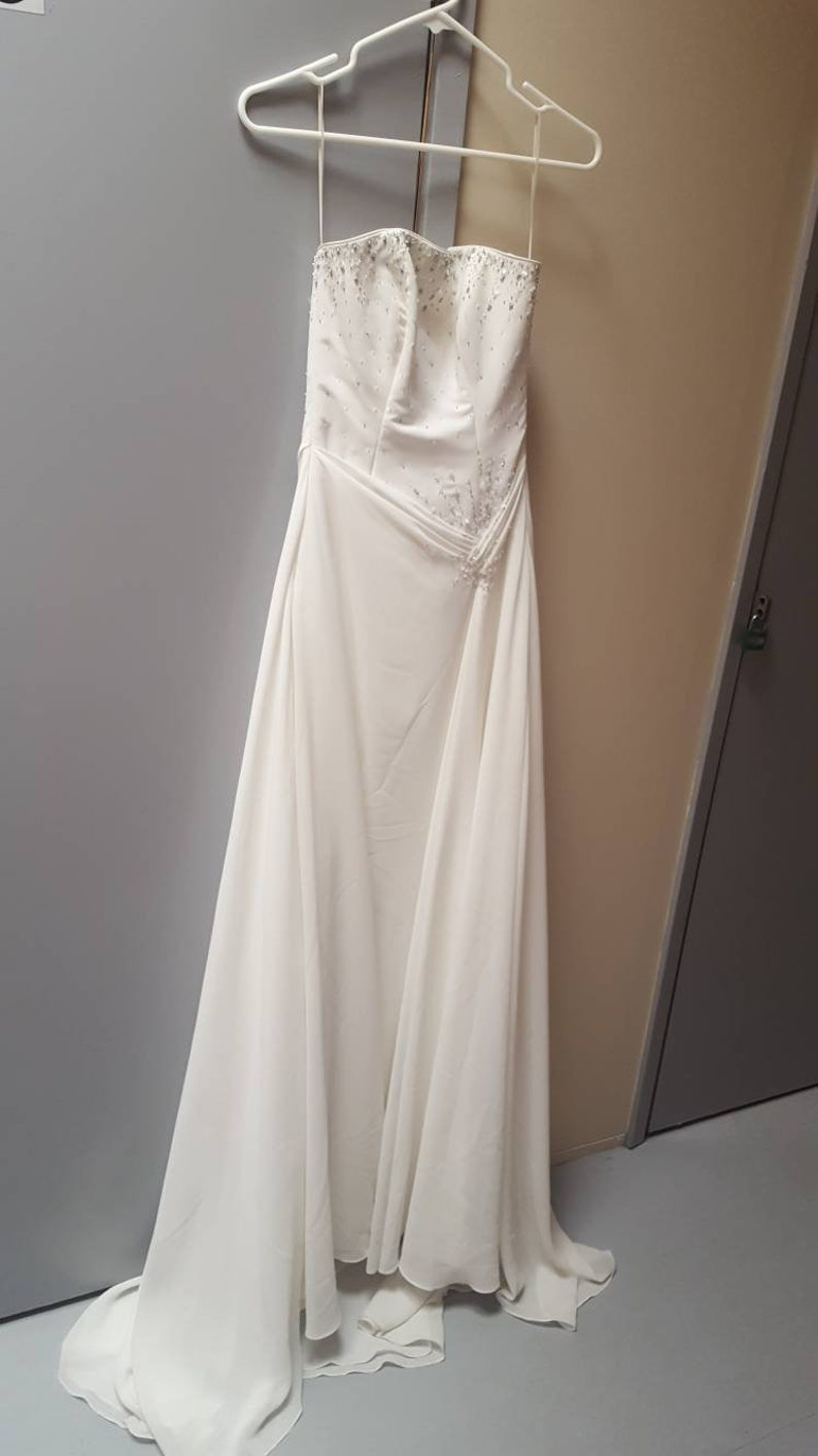 Various Simple But Elegant Wedding Dress For Sale 500 To 750 Each Sizes 2 10s Depending On Style Some White Some Cream Please Ask Thank