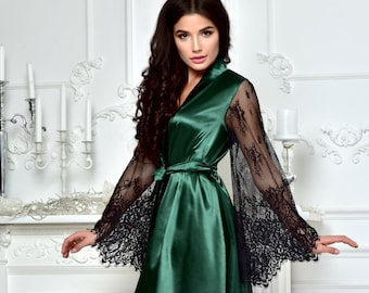 Dark green bridesmaid robe with black lace sleeves Wedding kimono lace robe  Bridal dressing gown Short satin robe for bachelorette party fed8b8891
