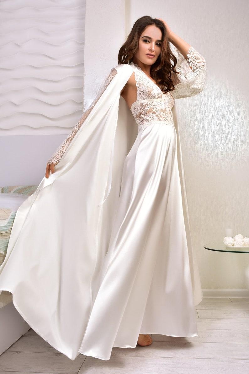 0f815ab143c4d Robe de mariée Ivoire et ensemble chemise de nuit Satin | Etsy
