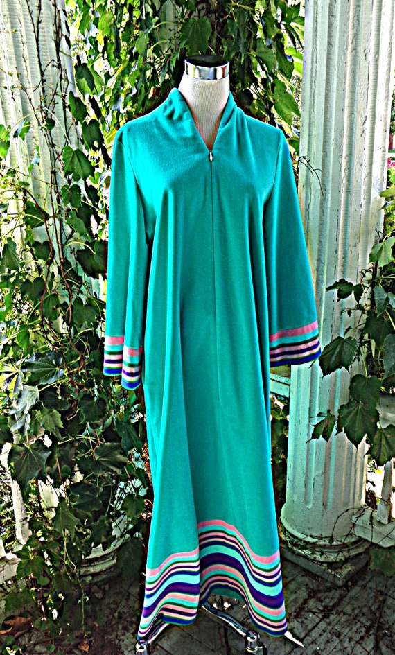 Vanity Fair Turquoise Robe Size 16 Bust 42