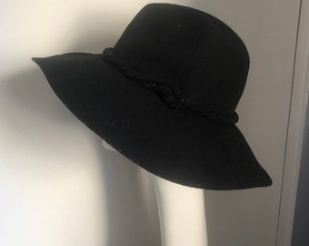 8e019c862bad61 VINTAGE 1990s Black Wide Brim Large Wool Felt Satin thin Rope trim Round  Amish Hipster Hat bolero Fedora Stetson