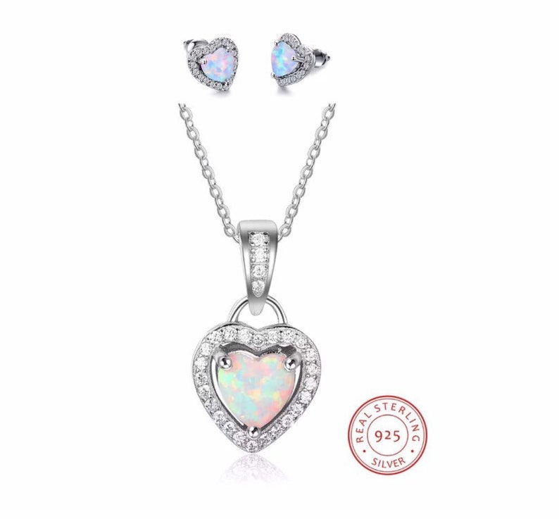 Lovely Heart Necklace /& Earrings set W//Genuine Diamond in gold Plated Silver