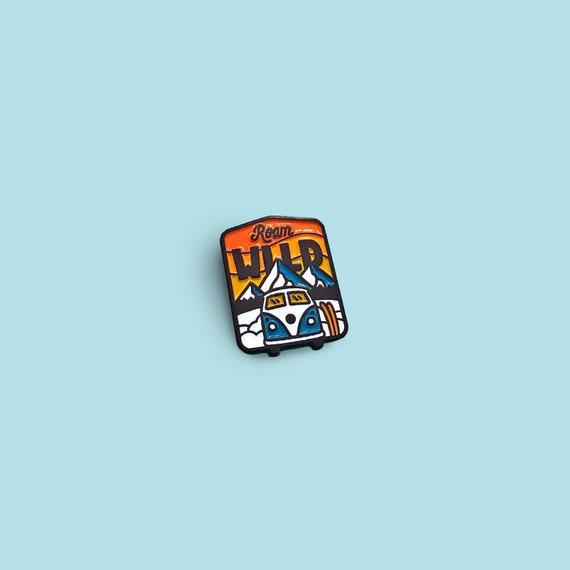 Pin al aire libre Pin de camping Van Life Lindo pin de esmalte Roam Wild