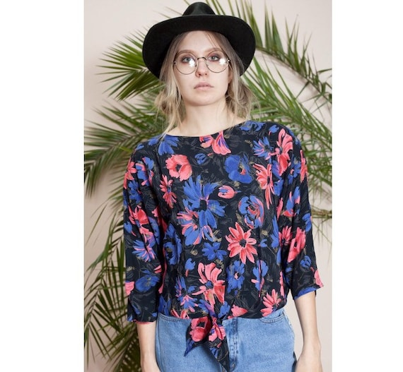 90s 3/4 sleeve womens cropped flowery blouse • Wom