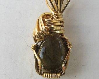 Pendant 12x10mm Labradorite 14K gold filled  wire wrapped
