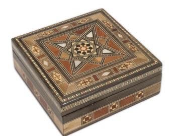 Square Box Mamun K.boy (14X14X 5 Cm)