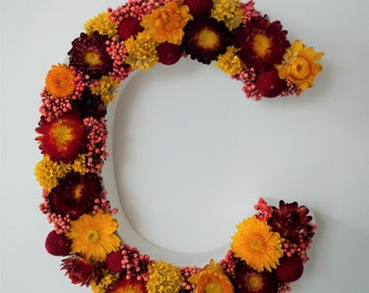 Flowering letter in stabilized natural flowers