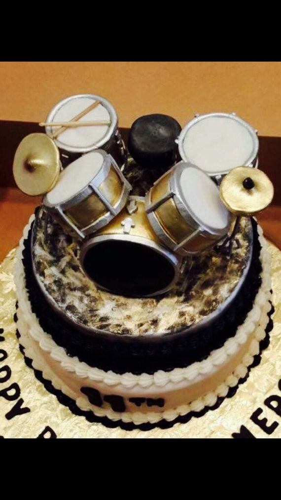 9 Piece Fondant And Rice Crispy Drum Set Cake Topper
