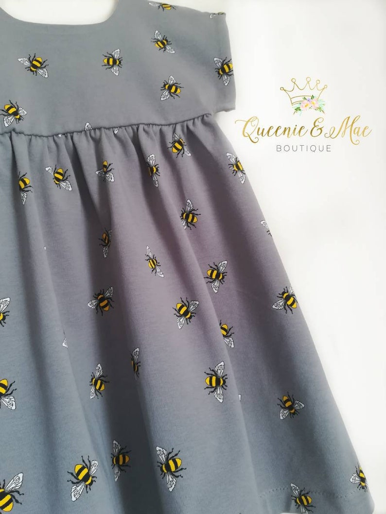 e1d5a92471a52 Queenie and Mae ~ Girls Grey Bees Summer Jersey Dress/1-2 Years / Short  Sleeves