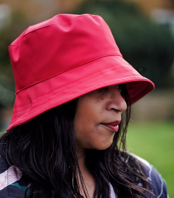 Crushable /& Packable Hat Fun Bright Fuchsia Waterproof Souwester Adjustable to Fit All Head Sizes Ladies Summer Rain Hat in Cerise Pink