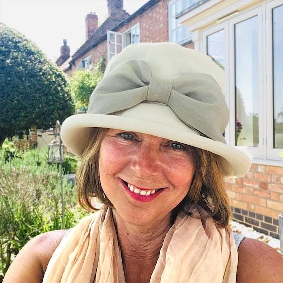 Vintage Style Cotton Summer Hat Smart Women/'s Sun Hat Wide Brim 100/% Cream Cotton Fabric with Velvet Ribbon /& Pink Rose Flower Cluster