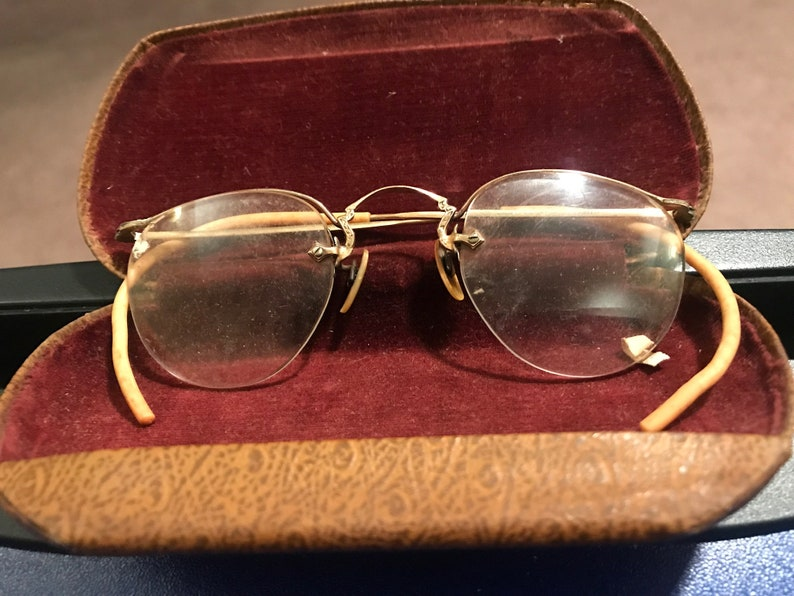 086ac3f6b13 Vintage 1930 s eyeglasses with gold colored wire. Semi