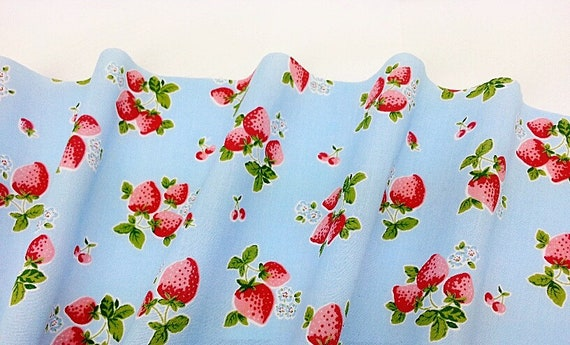 Strawberries /& Hearts Print Polycotton fabric material 1 full metre