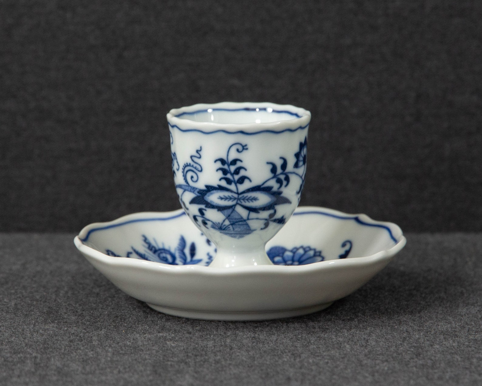 Zwiebelmuster - Egg Cup and Saucer