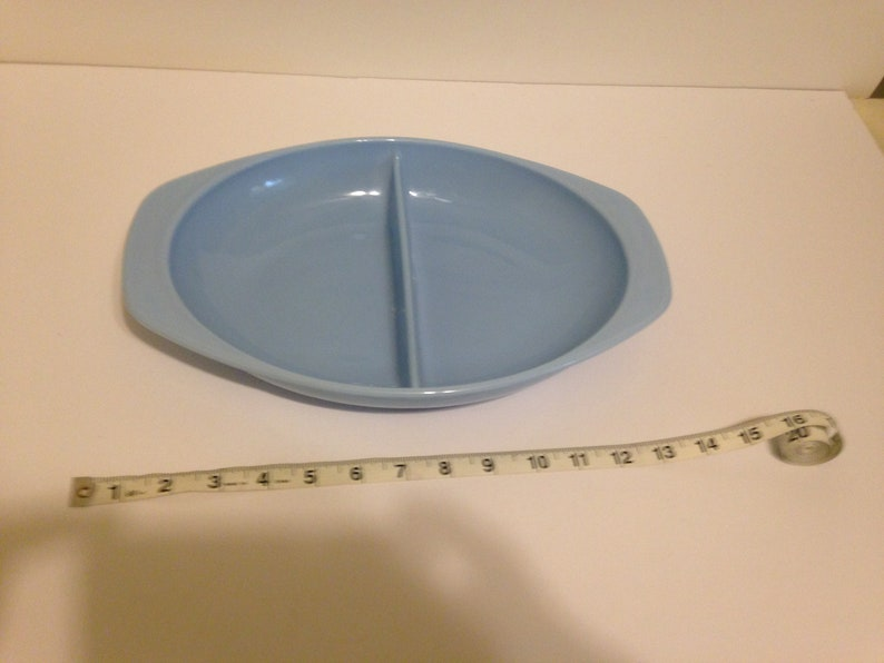 Pyrex BlueBelle divided dish.