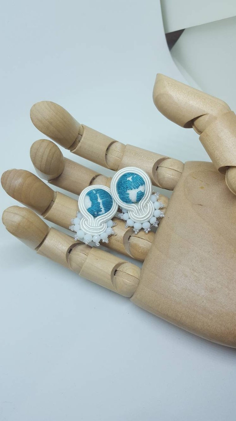 Soutaches Earrings white and light blue fog mini