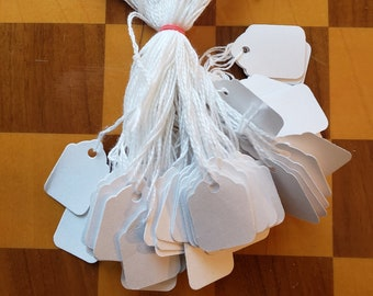 """Lot 1000 WHITE SCALLOP STRUNG  Merchandise Tags #3 Price Tag 7//8/"""" X 1-5//16/""""  TAG"""