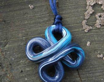"Pendant ""Maravall knot"" blue."