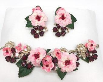 Bracelet and earrings of flowers