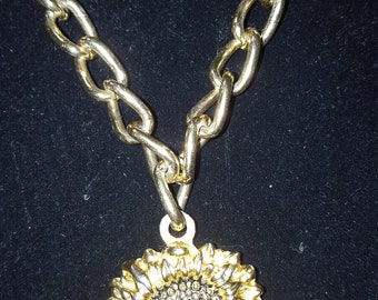 Necklace goldtone chain