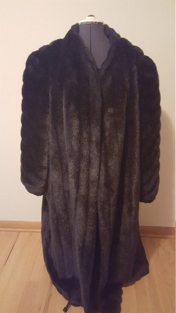 Made in U.S.A,. Faux Fur brown Coat, Full lenght … - image 4