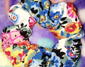 Bright flower scrunchie