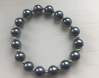 Glass pearl stretch bracelet - pewter