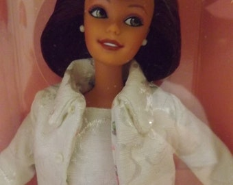 9bf2a6e3a8f City Shopper Barbie Designed By Nicole Miller. A Macy s Limited Edition.  MINT Condition.   NIB