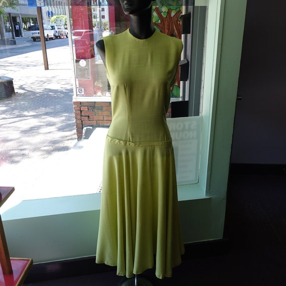 1930s or Early 1940s Green Linen Day Dress (W - 26