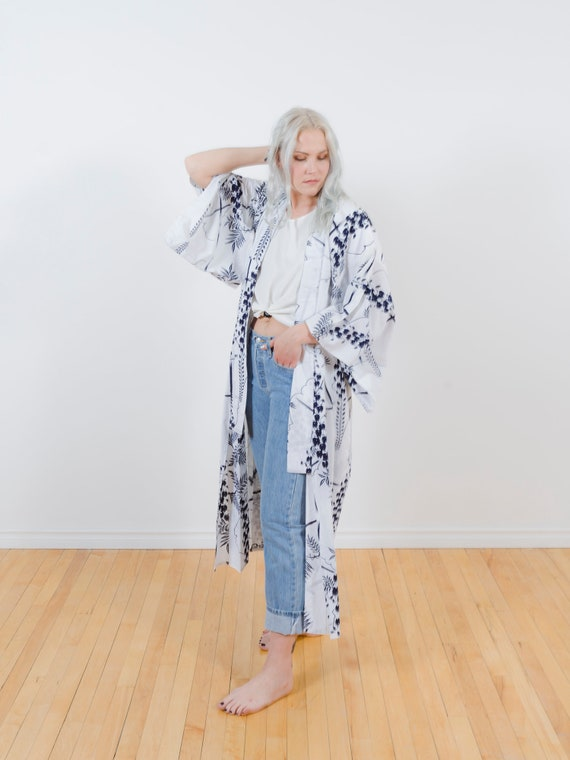 White Cotton Kimono w/ Navy Botanical Print // Vintage Japanese Yukata // Altered Vintage // Light Duster // House Coat // Robe