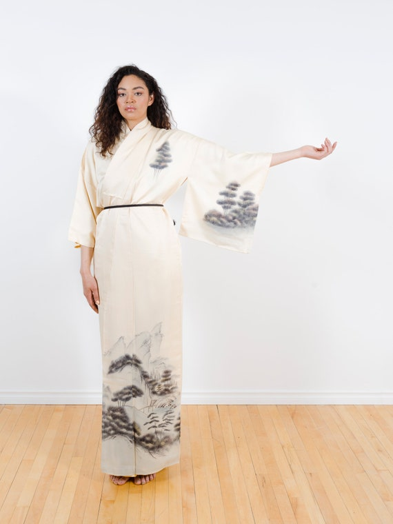 Cream Silk Kimono w/ Landscape // Vintage Japanese Kimono // Hand-painted // Silk Robe // Duster // House Coat // Wall Hanging