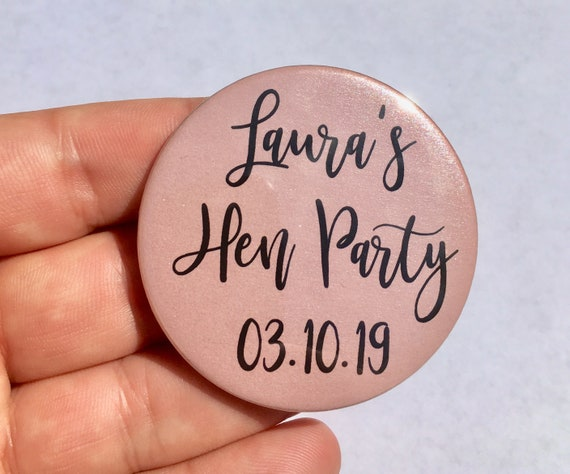 58mm name White//Pink Personalised Hen Party Pin Badges venue /& title date